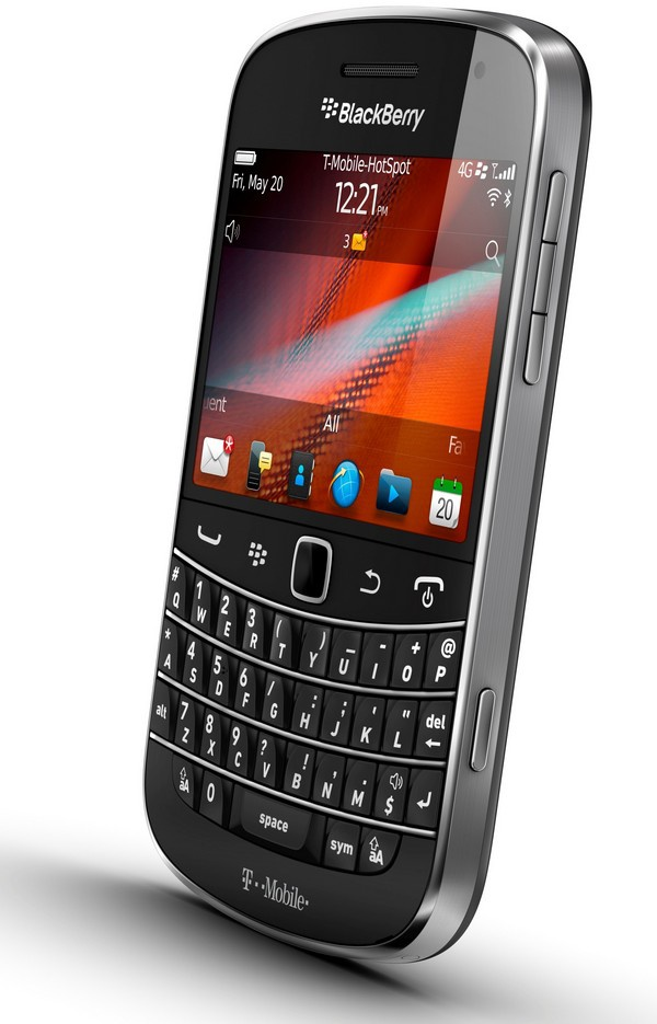 Hang thanh ly Blackberry 9650 gia 950.000 dong hut khach hinh anh 2