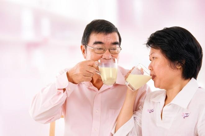 4 loi ich suc khoe tu sua bap non co the ban chua biet hinh anh 3 Sữa bắp non LiF là món quà sức khỏe quý giá dành cho ông bà.