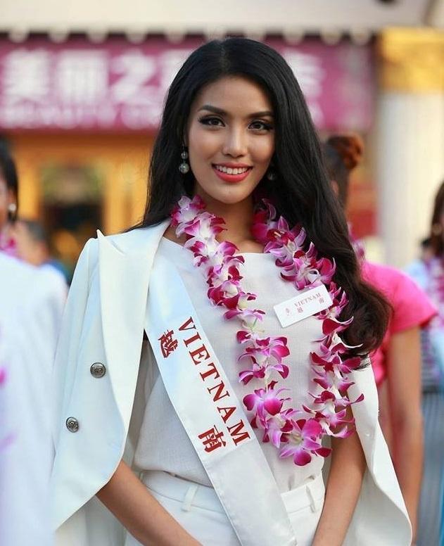 Lan Khuê xếp thứ 4 trong top 10 thí sinh nổi bật nhất Hoa hậu thế giới 2015.