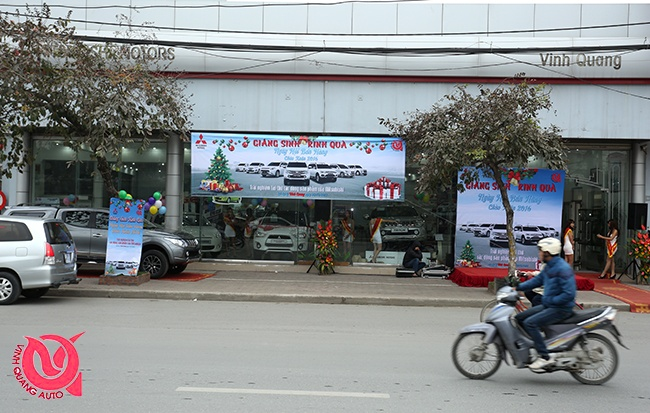 Mitsubishi Vinh Quang oto to chuc ngay hoi ban hang, lai thu hinh anh 1