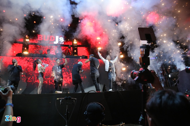 Nhung dau an tai hanh trinh am nhac BUDJs 2015 hinh anh 1 BUDJs 2015 đã trở thành sân chơi âm nhạc đúng nghĩa dành cho các EDM Raver và là nơi thi thố tài năng thực chất của các DJ hàng đầu Việt Nam.