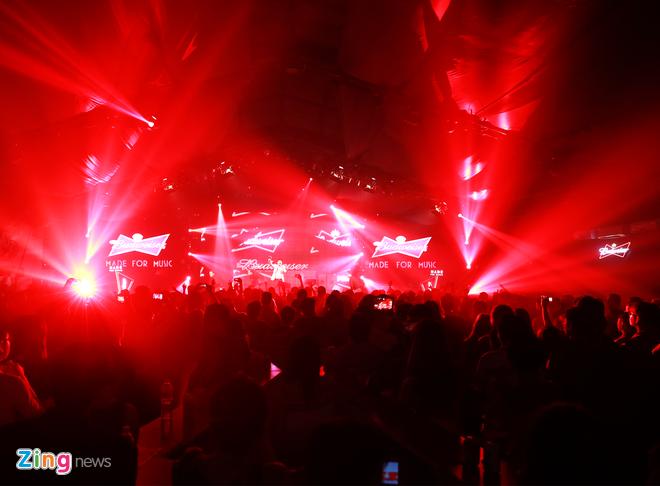 Nhung dau an tai hanh trinh am nhac BUDJs 2015 hinh anh 4 3 đêm nhạc của top 12 đã thu hút hàng nghìn raver đến với Cargo Bar bất chấp tiết trời mưa gió, tạo nên không gian âm nhạc sôi động, cuồng nhiệt với những live set được đầu tư công phu và kỹ lưỡng.
