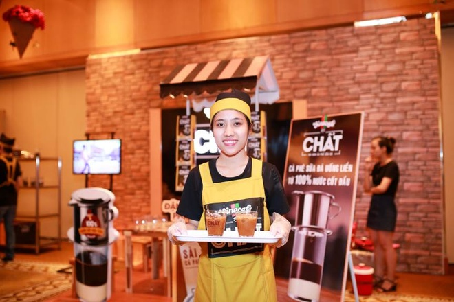 Thuong thuc 'chat' Sai Gon qua lang kinh ca phe sua da hinh anh 5