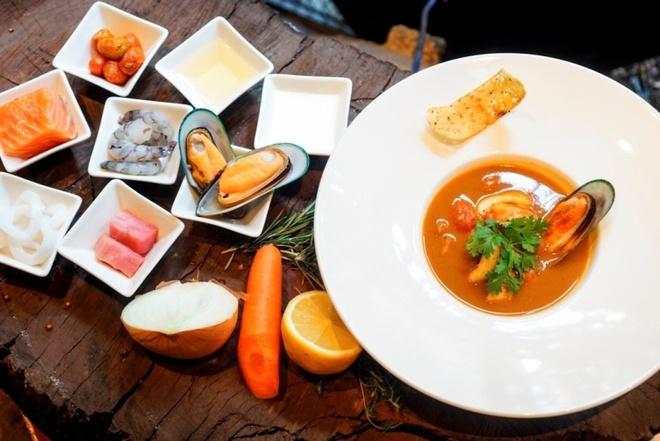 Thuong thuc beefsteak kieu My voi 6 loai sot hinh anh 5 Ngoài beefsteak, súp hải sản là một trong những món được yêu thích nhất của Moo Beef Steak.