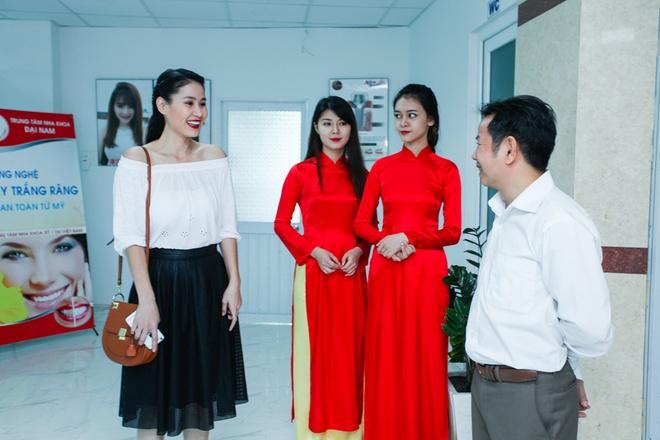 Nha khoa Dai Nam khai truong chi nhanh thu 10 tai TP HCM hinh anh 5 Diễn viên Thân Thúy Hà hào hứng tham quan cơ sở tiện nghi, hiện đại của nha khoa Đại Nam.