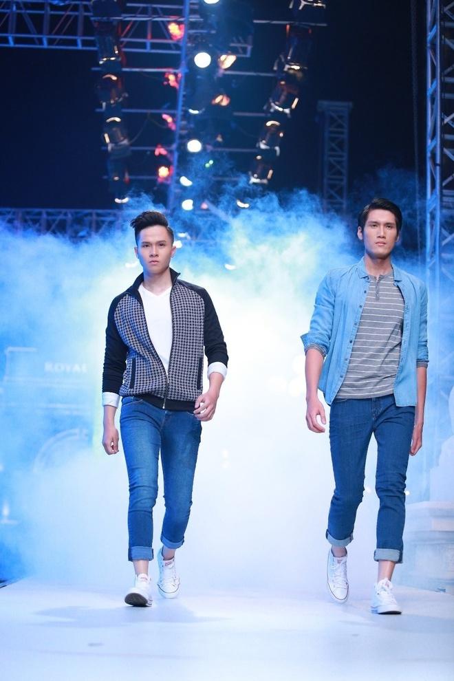 Thoi trang ngay dong cua dan quan quan VNTM hinh anh 9 Jeans vẫn là chất liệu thu hút sự quan tâm của tín đồ thời trang. Sử dụng những item quen thuộc, chỉ cần một thay đổi nhỏ trong cách kết hợp, set đồ của bạn trở nên hợp mốt hơn.