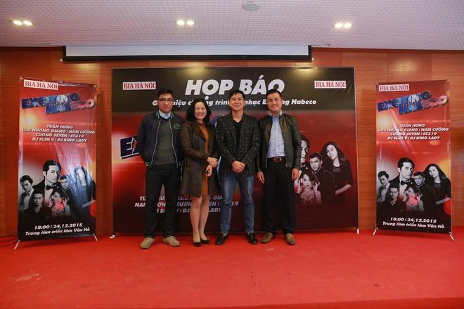 Luu Huong Giang, Cuong Seven tai ngo trong dem nhac EDM hinh anh 1 Nhạc sĩ Hồ Hoài Anh chụp ảnh kỷ niệm cùng ban tổ chức trong buổi họp báo giới thiệu chương trình.