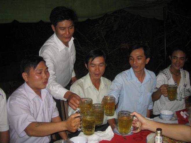 Cay hoan ngoc ho tro dieu tri roi loan tieu hoa hinh anh 1 Uống nhiều bia rượu sẽ dẫn đến hệ lụy khó lường