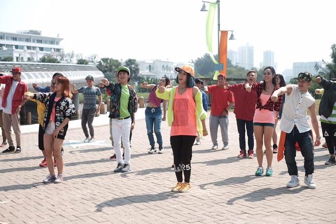 Min bat tay dan vu cong 'Thu thach cung buoc nhay' lam MV hinh anh 1 Min và dàn vũ công hùng hậu cho MV mới.