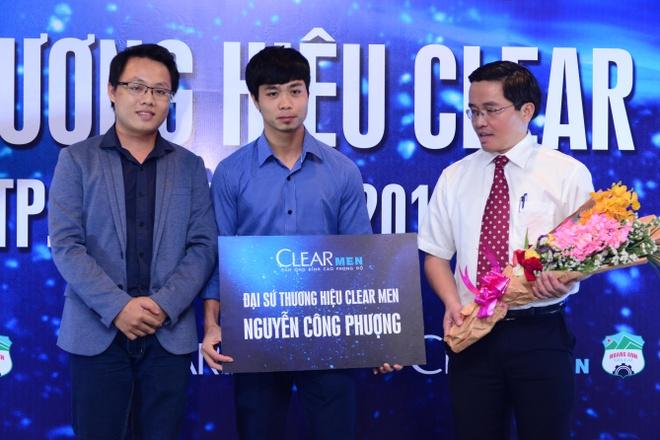 Cong Phuong: Tu ngoi sao san co den dai su thuong hieu hinh anh 2