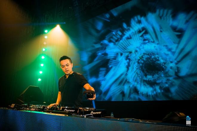 DJ Hoang Anh va SlimV: Khong co rao can trong am nhac hinh anh