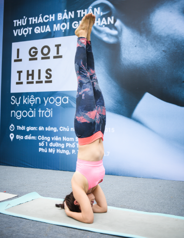 Nhung dong tac yoga thu thach phai dep hinh anh 4