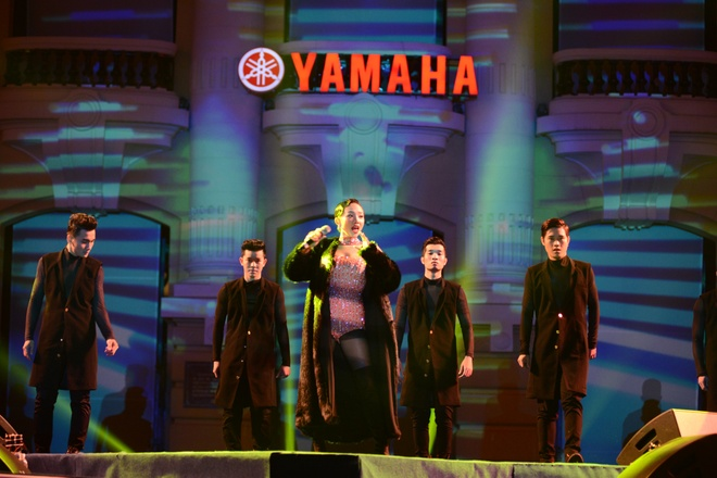 Toc Tien chay het minh trong Yamaha Clearmen Countdown 2016 hinh anh 3