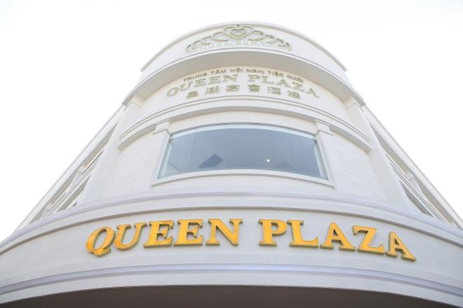 Queen Plaza nhon nhip don sao Viet trong ngay khai truong hinh anh 5