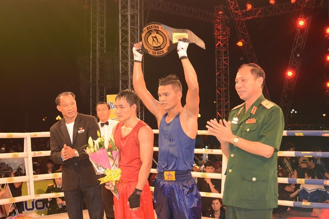 Co gai Lao Cai gianh giai vo dich boxing Let's Viet hinh anh