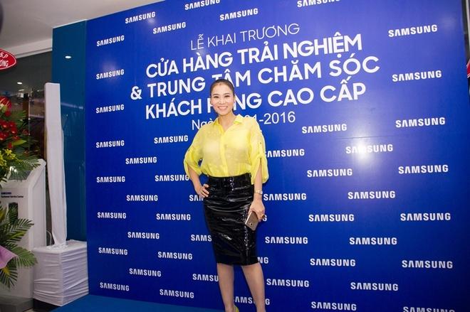 Thu Minh duoc chong Tay ho tong di su kien hinh anh 3