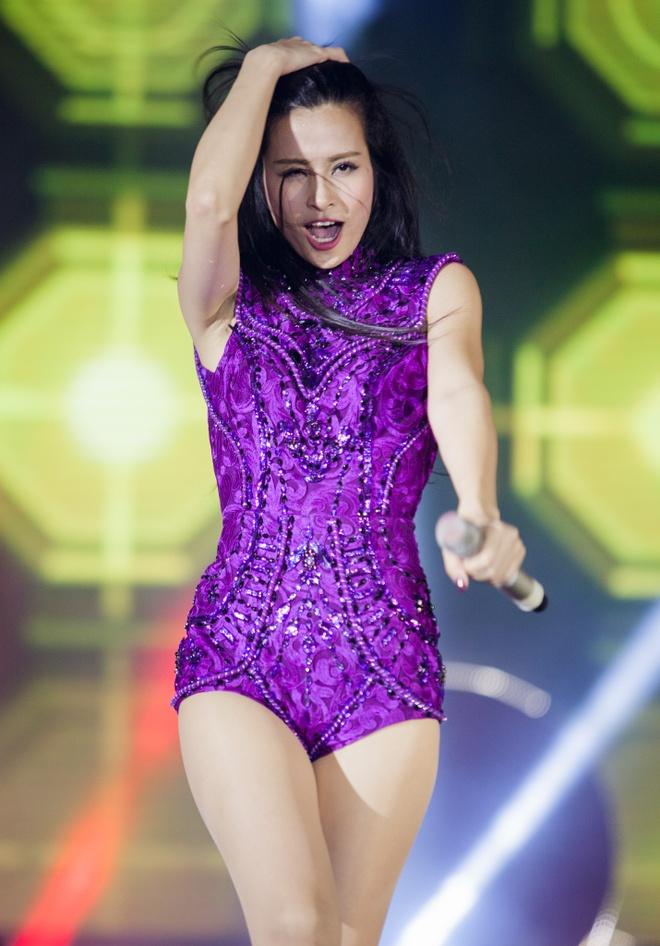 Dong Nhi, Bao Anh va Khoi My cover loat hit cua dan chi hinh anh 3