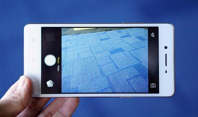 Mo hop smartphone OPPO chuyen selfie, RAM 3 GB vua len ke hinh anh
