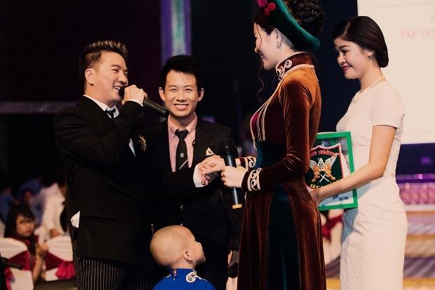 Dam Vinh Hung moi Hoa hau Bui Thi Ha hat song ca hinh anh 3