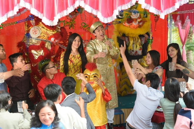 Ho Viet Trung hoa chang re nhi nhanh trong MV Tet hinh anh 2