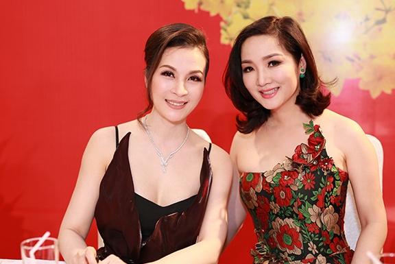 MC Thanh Mai dien trang suc kim cuong cua NTK Ngoc Doan hinh anh 4