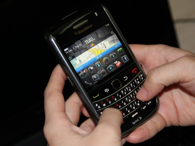 Blackberry 9650 xuat xu My gia 950.000 dong hut khach hinh anh 3