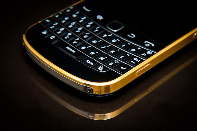Co hoi mua Blackberry 9900/9930 voi gia 1,45 trieu dong hinh anh