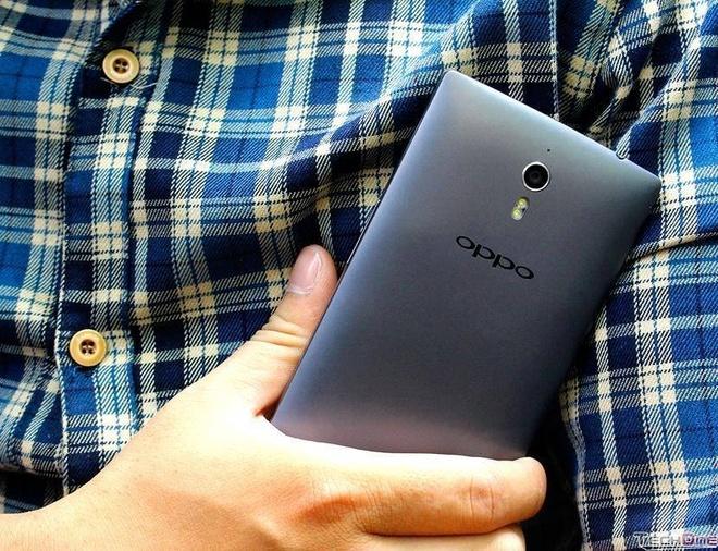 Nhung smartphone gia 3-5 trieu dong hut khach dip Tet hinh anh 4