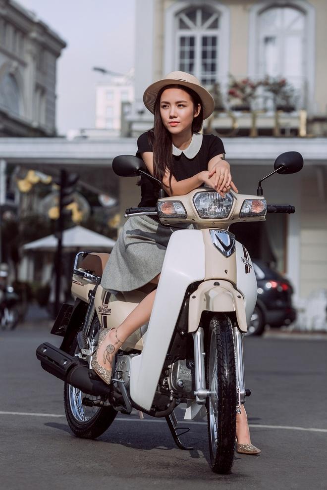 Bi quyet phoi trang phuc doc dao cua Phuong Ly hinh anh 4