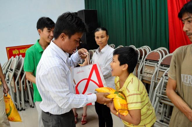 Ajinomoto Viet Nam trao qua Tet cho nguoi ngheo hinh anh 4