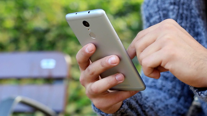 Nhung smartphone cau hinh manh, gia re dang mua thang 3 hinh anh 3