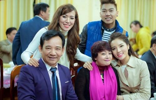 Hoa hau Ky Duyen cung Style TV tu thien cuoi nam hinh anh 10
