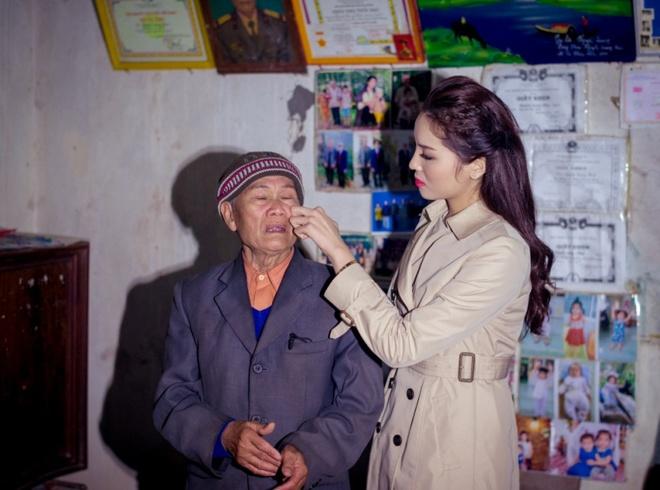 Hoa hau Ky Duyen cung Style TV tu thien cuoi nam hinh anh 4