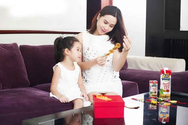 Luu Huong Giang vui dua ben con gai ngay xuan hinh anh 1