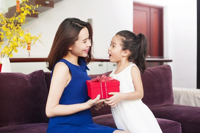 Luu Huong Giang vui dua ben con gai ngay xuan hinh anh 2