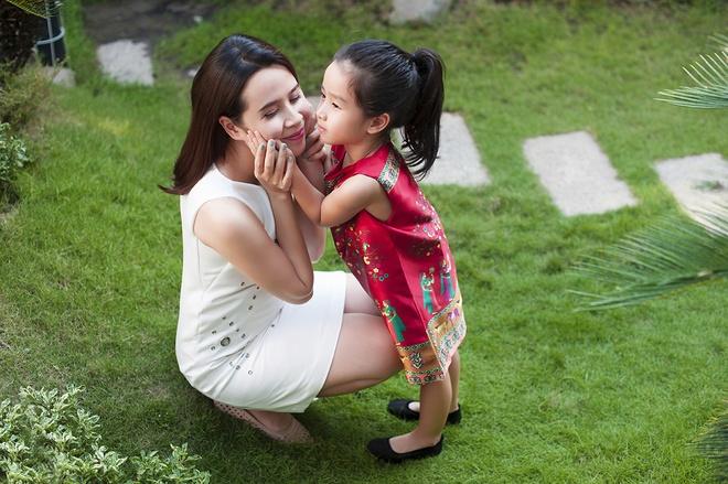Luu Huong Giang vui dua ben con gai ngay xuan hinh anh 7