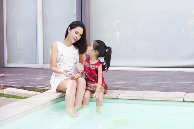 Luu Huong Giang vui dua ben con gai ngay xuan hinh anh 8