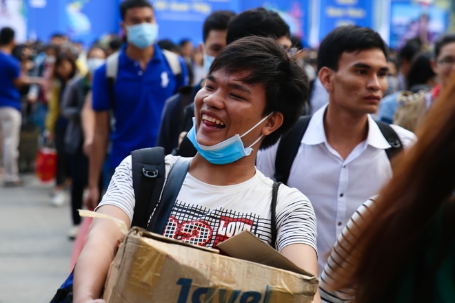 Hon 5.700 sinh vien, nguoi lao dong ron ra ve que don Tet hinh anh 4