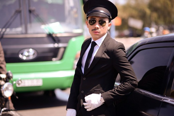 Tran Thanh dich than lai xe sang don fan di du tiec hinh anh