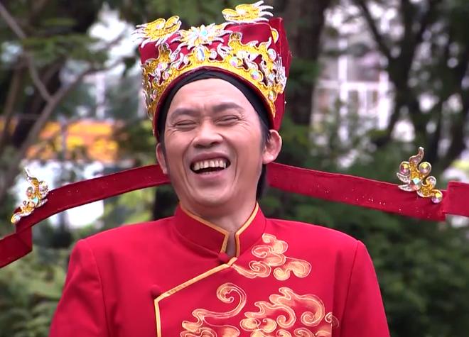 Hoai Linh hoa than thanh Than Tai trong clip hai Tet hinh anh