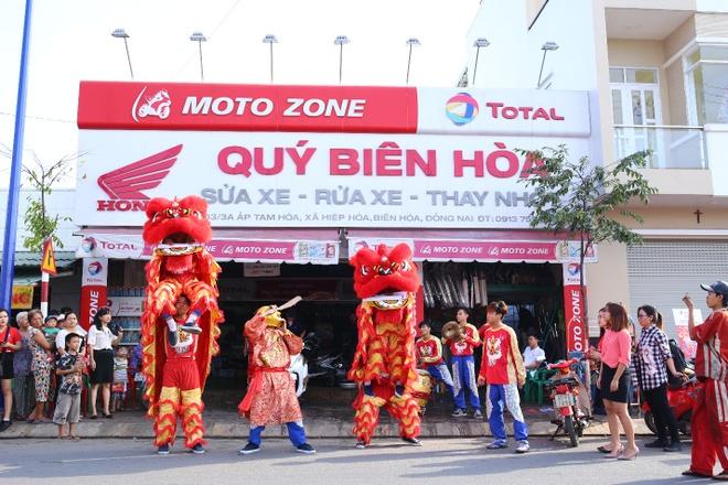 Total khuay dong Tet voi doan 'Lan su rong' may man hinh anh 11