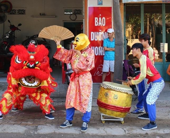 Total khuay dong Tet voi doan 'Lan su rong' may man hinh anh