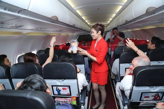 Airasia khai xuan tren may bay hinh anh 5