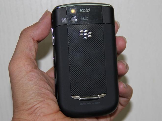 Blackberry 9650 xa kho dau nam gia duoi 1 trieu dong hinh anh 3