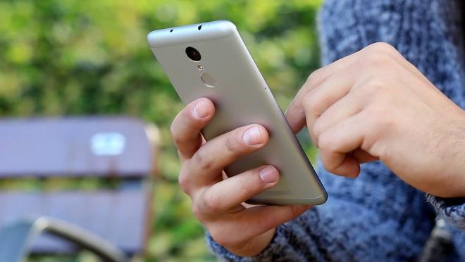 Bo tu smartphone Xiaomi gia hon 3 trieu dong hut khach hinh anh 2