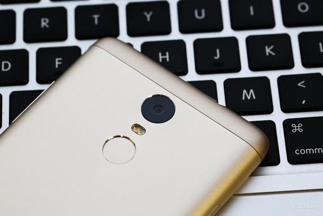 Bo tu smartphone Xiaomi gia hon 3 trieu dong hut khach hinh anh 1