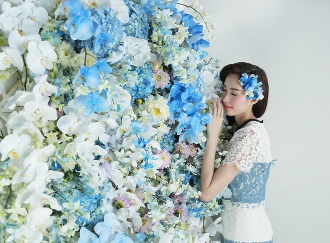 Dang Thu Thao dep mong manh ben hoa lan xanh hinh anh 7