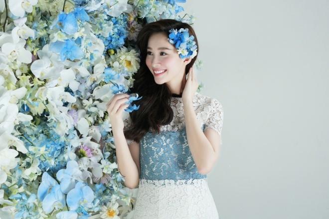 Dang Thu Thao dep mong manh ben hoa lan xanh hinh anh 4