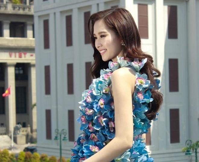 Dang Thu Thao dep mong manh ben hoa lan xanh hinh anh 1