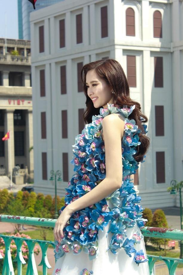 Dang Thu Thao dien vay lan tuoi rang ro duoi troi nang hinh anh 2
